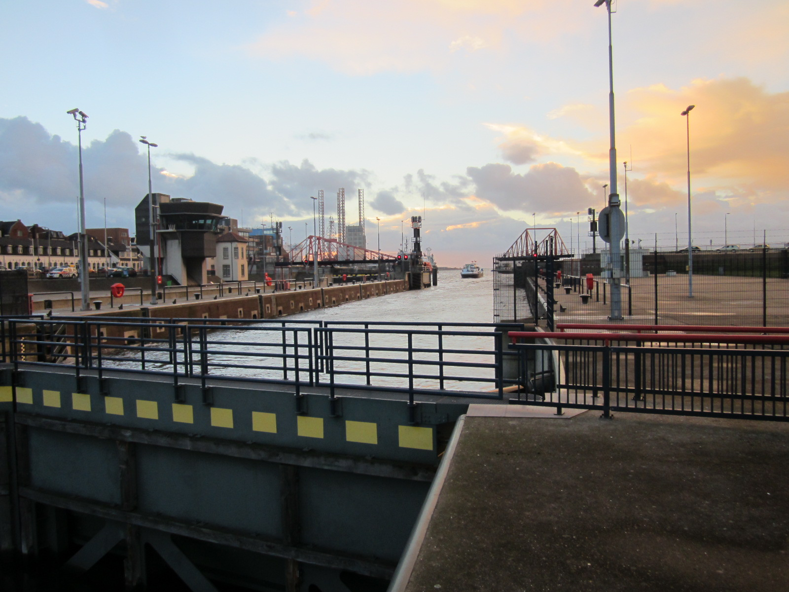 Replacing IJmuiden sea sluice